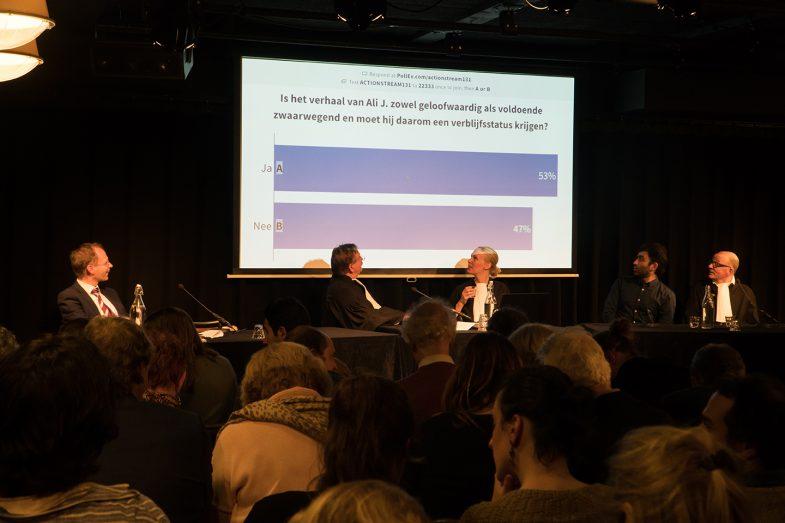 First public votes 'Refuge on Trial'. Left to right: Frans Willem Verbaas (IND), Teun van OS (Judge), Frederike van Straele (Clerck), Ehsan Fardjadniya (Ali J), Hans van Zundert (Ali J lawyer).