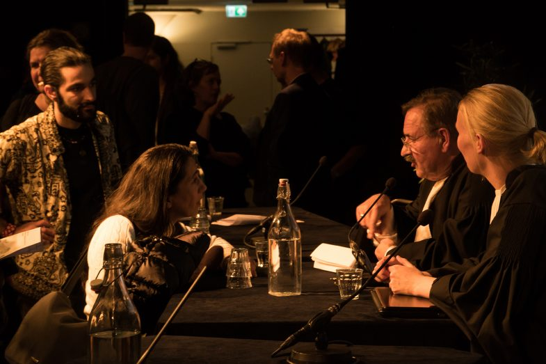 'Refugee on Trial' performance art. Pakhuis de zwijger amsterdam. Teun van OS (Judge), frederike van straele (Clerck)